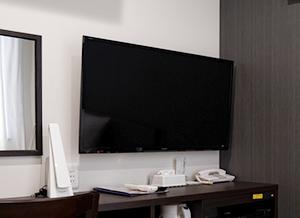 40型テレビ、デスク上備品